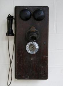 crank-telephone
